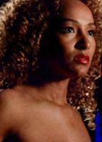 Ellen Ewusie  nackt